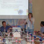 Brígida Jiménez Herrera dirige la cata de aceite de la Almazara Quaryat Dillar en el CSIC de Granada