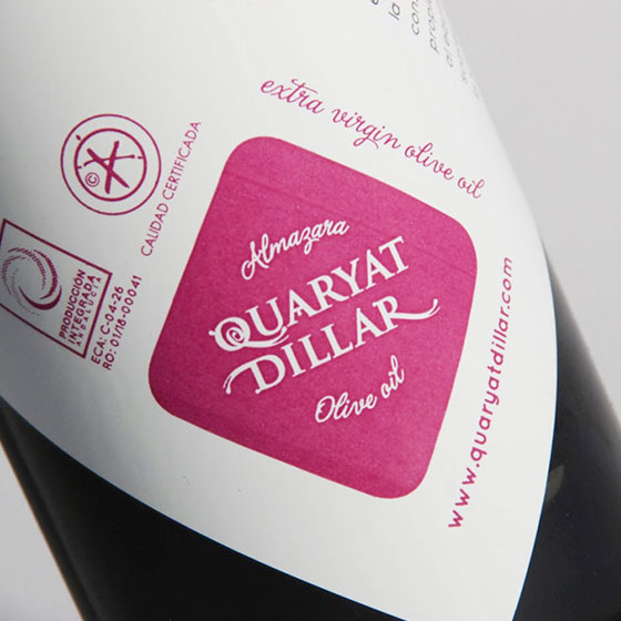 Detail of the logo on the label of the early harvest Quaryat Blend extra virgin olive oil bottle. Premium quality olive oil.