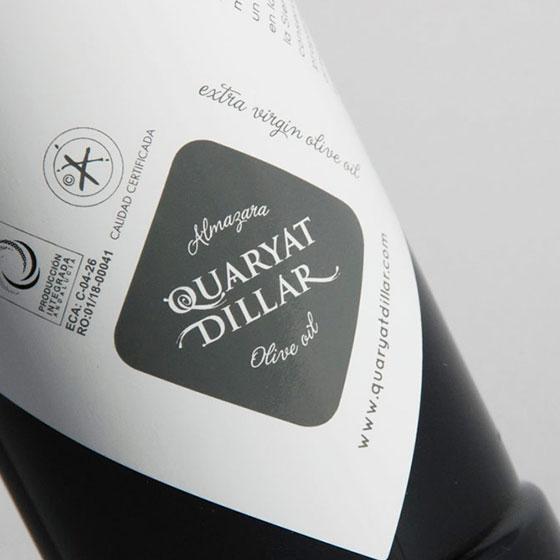 Detalle de botella de aceite de oliva Quaryat Picual